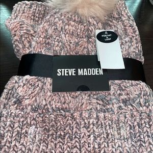 STEVE MADDEN POM HAT AND SCARF!